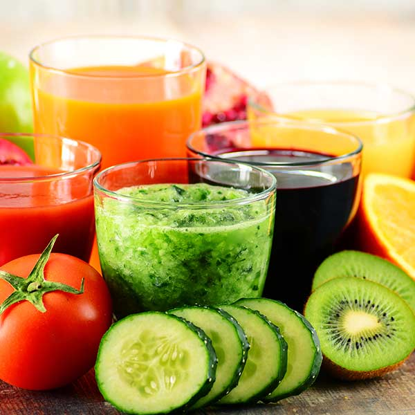 Fresh fruits and juices served at the 6 Day Cleanse retreat at the Amrit Yoga Institute